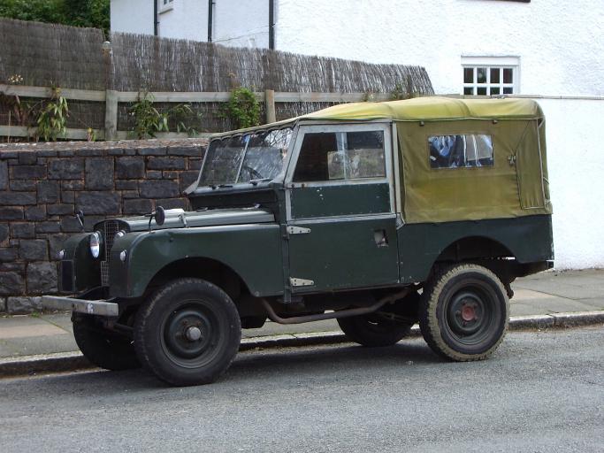 Zu jedem Tweed-Jackett ein Renner: der Land Rover