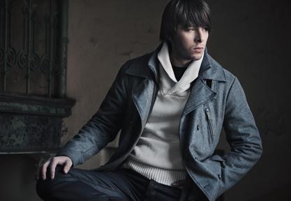Man(n) trägt Pullover – der neue Casual-Trend