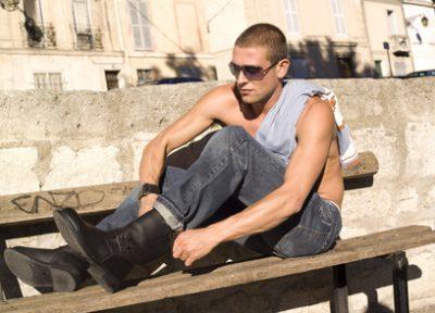 Von maskuliner Sportswear bis zum Blumenprint – die Sommertrends für den Mann