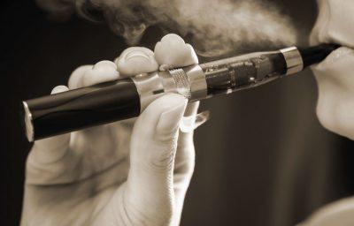 Cooler Dampf für heiße Typen: Promis steigen um auf E-Zigarette